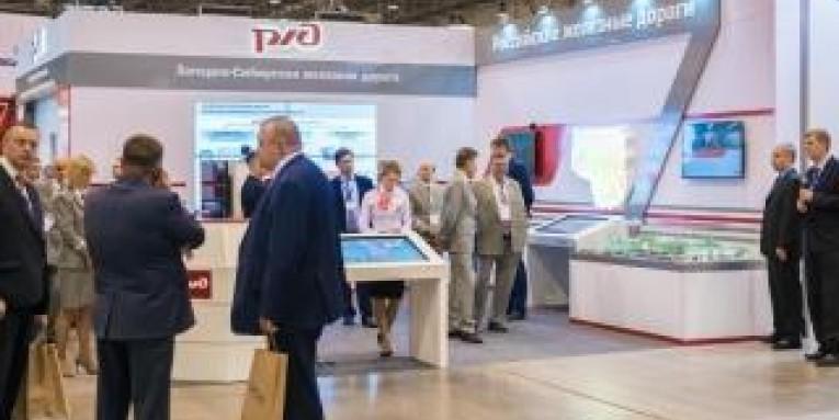 Компания «Гефест Проекция Новосибирск» предоставила в аренду видеостену NEC x551un 2 на 2 панели и 3 интерактивных стола
