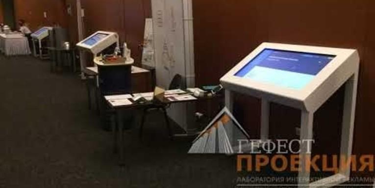 Компания Гефест Проекция предоставила в аренду 3 сенсорных стола для агентства Twiga в Digital October